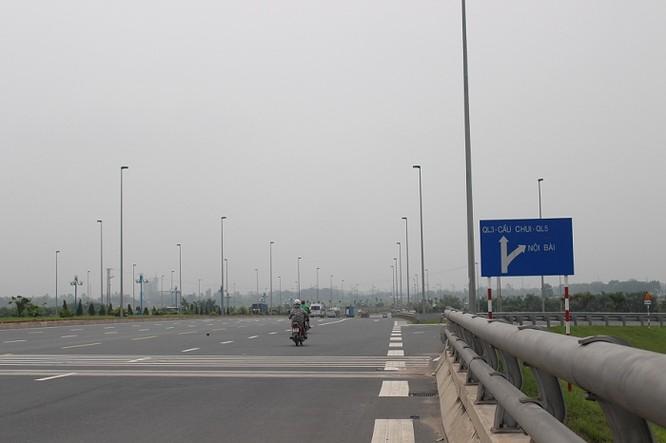 Trong khi đó, đường Trường Sa dài 7,3 km; rộng 68 m. Được người dân quanh khu vực này hay gọi là đường 5.
