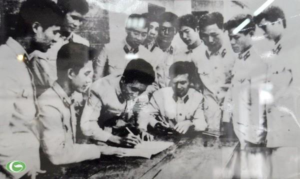 Chùm ảnh đẹp: Chiến sĩ Công an Nhân dân Việt Nam trong lòng dân ảnh 34