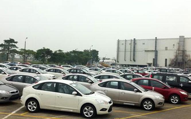 Nhân viên bán hàng của các đại lý ô tô tại Hà Nội cho biết, giá nhiều mẫu xe dung tích xi lanh từ 1.5L đến 2.5L hiện nay rất thấp. Bán như vậy, chúng tôi hoàn toàn không còn chút lợi nhuận nào. Những vẫn phải chấp nhận để tăng doanh số và hy vọng được hưởng chính sách thưởng của nhà sản xuất