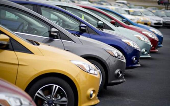 Nhiều mẫu xe có dung tích xi lanh từ 1.5L đến 2.5L đang được các DN phá giá cạnh tranh, khiến giá bán giảm mạnh cả trăm triệu đồng
