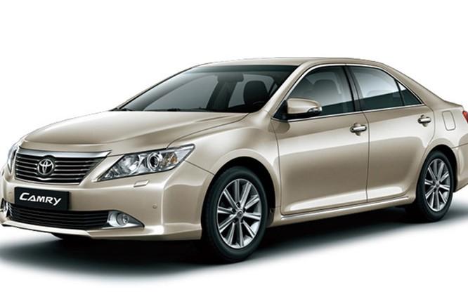 Mẫu xe Camry dù Toyota Việt Nam không giảm giá bán, thì các đại lý đang giảm khoảng 60 triệu đồng cho 2 phiên bản động cơ 2.5L và 50 triệu đồng cho phiên bản động cơ 2.0L