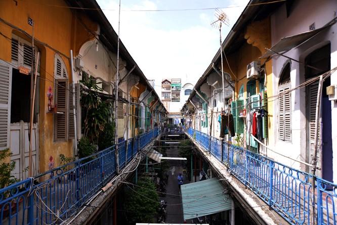 Mục sở thị chung cư trăm tuổi của người Hoa giữa Sài Gòn ảnh 1
