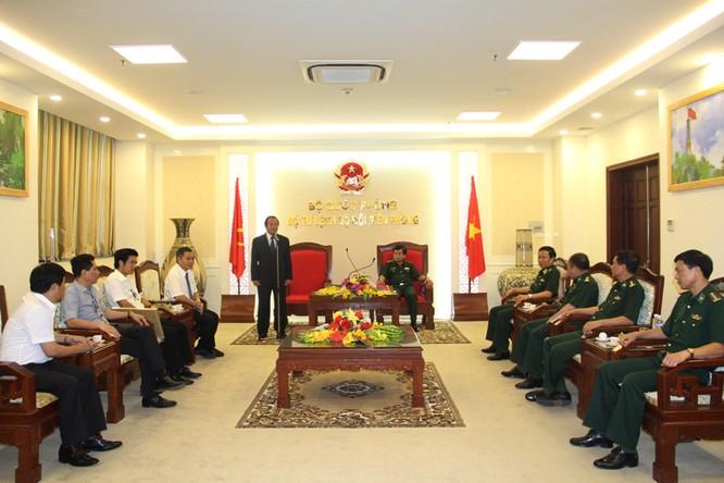 """Bộ trưởng Bộ TT&TT được trao tặng kỷ niệm chương """"Vì chủ quyền, an ninh biên giới Tổ quốc"""" ảnh 1"""