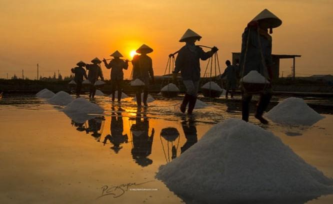 Cánh đồng muối Việt: Nơi ngắm hoàng hôn đẹp nhất thế giới ảnh 7