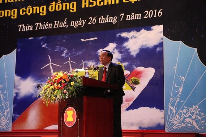 Ông Nguyễn Văn Cao, Phó Bí thư Tỉnh ủy, Chủ tịch Ủy ban nhân dân tỉnh Thừa Thiên Huế, phó Trưởng Ban chỉ đạo Triển lãm phát biểu tại Lễ Khai mạc.
