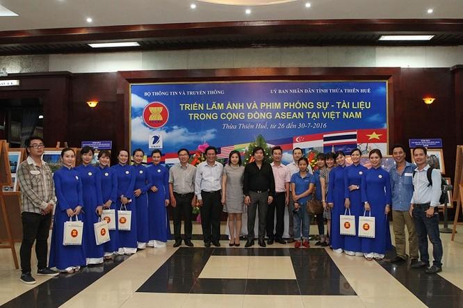 Rực rỡ triển lãm ảnh, phim phóng sự và tài liệu trong Cộng đồng ASEAN 2016 ảnh 12