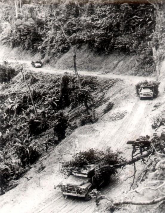 Đội hình xe Trung đoàn13 hoạt động trên tuyến phía Tây Trường Sơn. Mùa khô 1971 – 1972