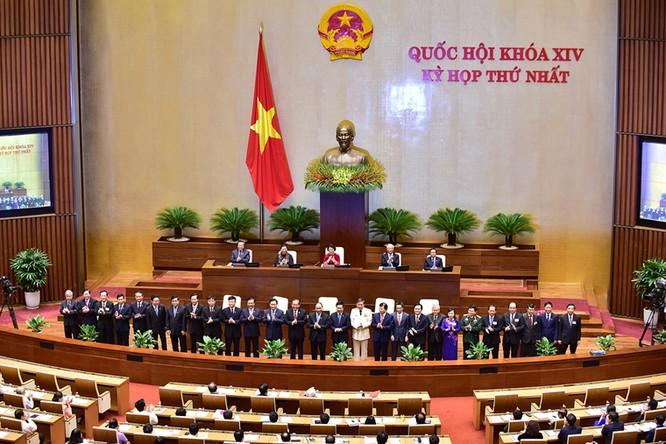 Chính phủ nhiệm kỳ 2016-2021 ra mắt Quốc hội và cử tri cả nước. Ảnh: VGP