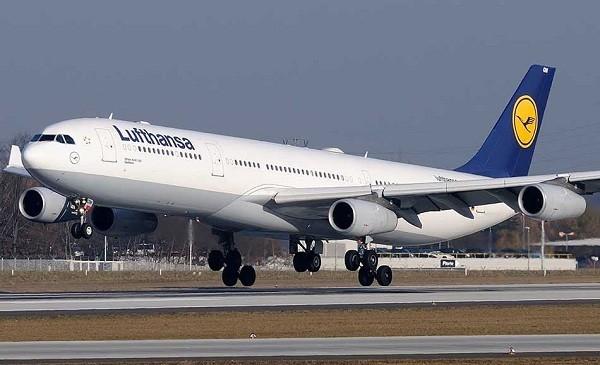 10- Airbus A340 300: Có sức chứa 295 hành khách, Airbus A340 500 được sản xuất năm 1993. Đây là chiếc máy bay rất thành công của hãng Airbus khi có tới 246 chiếc được bán ra, với giá từ 211 triệu USD đến 219 triệu USD.