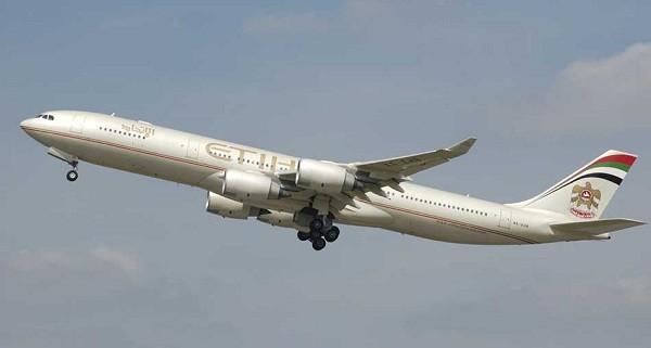 9- Airbus A340 500: Có sức chứa 372 hành khách, Airbus A340 500 được đưa vào sử dụng năm 2006 và được xem là chiếc máy bay dài nhất thế giới lúc bấy giờ. Chỉ có 22 chiếc được bán trên toàn thế giới, với giá khoảng 233 triệu USD.