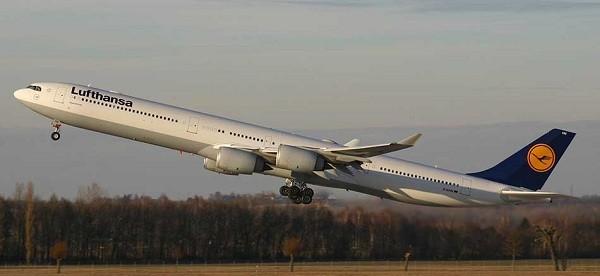 8- Airbus A340 600: Cũng được sản xuất tại Pháp, Airbus A340 600 có sức chứa 420 hành khách và bay với vận tốc khoảng 580km/ giờ. Giá của chiếc máy bay này khoảng 245 triệu USD và chỉ có 48 chiếc được bán ra chủ yếu thuộc sở hữu bởi hãng hàng không Virgin Atlantic của Anh.