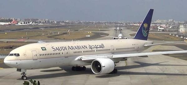 7- Boeing 777 200: Đây là dòng máy bay rất thành công của hãng hàng không Mỹ khi có tới 439 chiếc được bán ra trên toàn thế giới. Với sức chứa 440 hành khách và tốc độ bay tối đa là 587km/ giờ, nó được bán với giá khoảng 258 triệu USD.