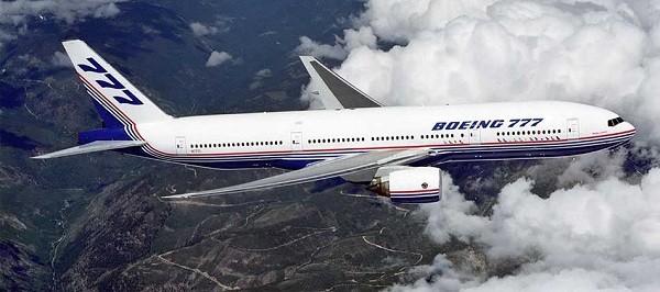 5- Boeing 777 300: Đây tiếp tục là một máy bay cỡ lớn được sản xuất tại Mỹ với sức chứa 550 hành khách và bay với vận tốc 587km/ giờ. Boeing 777 300 bán với giá 279 triệu USD, nhưng chỉ có 60 chiếc được bán trên thế giới.