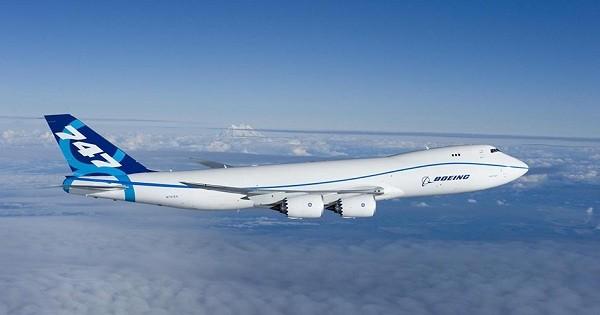 3- Boeing 747 8: Được sản xuất tại Mỹ với sức chứa lên đến 700 hành khách và bay với vận tốc 649 km/ giờ, Boeing 747 8 được đánh giá là một trong những máy bay trở khách lớn nhất thế giới. Tuy nhiên, chỉ có 5 chiếc được bán trên toàn thế giới vì giá của nó là khá đắt lên tới 351,4 triệu USD.