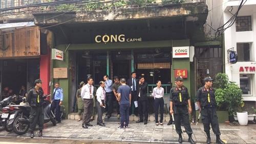 Tổng thống Pháp thích thú nhâm nhi cafe Việt, thăm nhà cổ Hà Nội ảnh 5