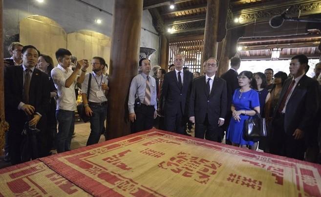 Tổng thống Pháp thích thú nhâm nhi cafe Việt, thăm nhà cổ Hà Nội ảnh 2