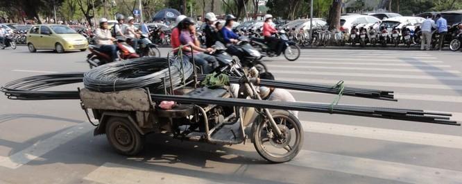 """Báo Mỹ: Ô tô tự lái """"thất thủ"""" trước giao thông Việt Nam ảnh 1"""