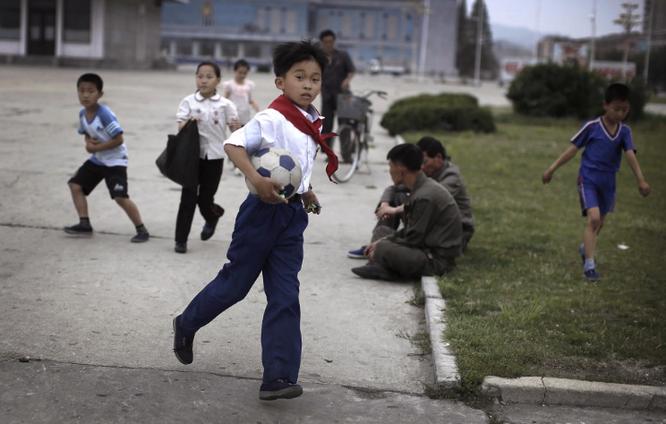 Những hình ảnh Kim Jong-un không muốn để lọt ra ngoài biên giới Triều Tiên ảnh 15