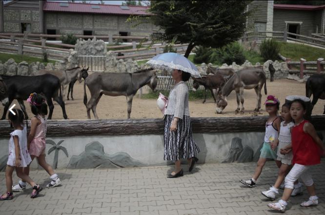 Những hình ảnh Kim Jong-un không muốn để lọt ra ngoài biên giới Triều Tiên ảnh 7