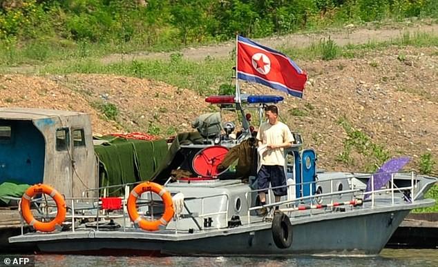 Cảnh trên sông Áp Lục giáp Trung Quốc