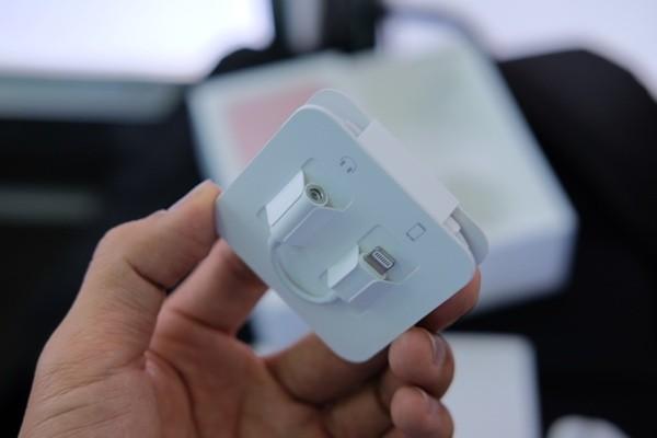 Mở hộp iPhone 7 đầu tiên về Việt Nam, giá gần 34 triệu đồng ảnh 5