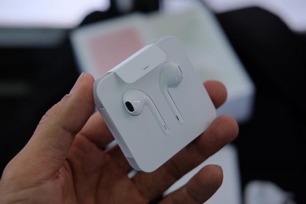 Mở hộp iPhone 7 đầu tiên về Việt Nam, giá gần 34 triệu đồng ảnh 6