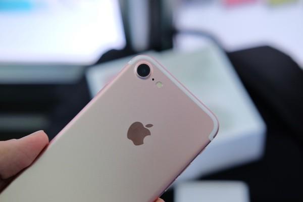 Mở hộp iPhone 7 đầu tiên về Việt Nam, giá gần 34 triệu đồng ảnh 14
