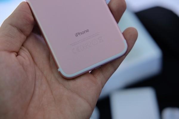 Mở hộp iPhone 7 đầu tiên về Việt Nam, giá gần 34 triệu đồng ảnh 15