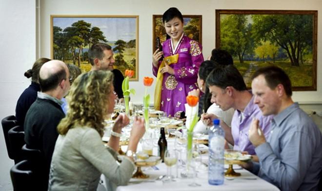 Hé lộ cuộc sống của các nữ tiếp viên nhà hàng Triều Tiên ở nước ngoài ảnh 1