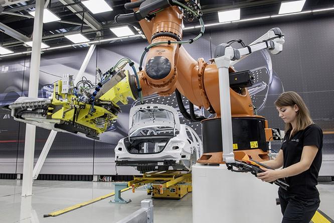 Quy trình sản xuất lý tưởng với sự kết hợp giữa con người và robot là mục tiêu của cuộc cách mạng Công nghiệp lần thứ 4.