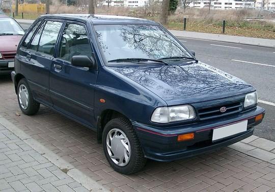 Sự lựa chọn tiếp theo cũng vẫn là một cái tên của thương hiệu xe Hàn Quốc - Kia Pride CD, sản xuất từ khoảng 2000-2004. Đây là mẫu xe