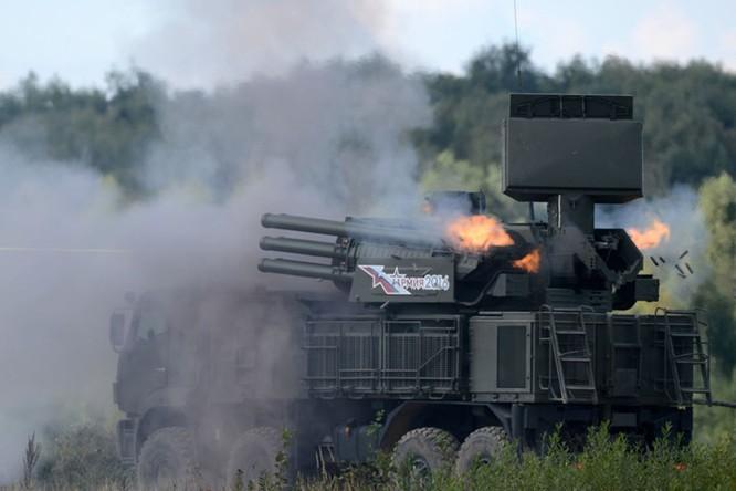 Tổ hợp tên lửa kiêm pháo phòng không Pantsir-S1 là nỗi kinh hoàng của các chiến đấu cơ và tên lửa của địch bởi khả năng đánh chặn hiệu quả do được trang bị hệ thống radar theo dõi với độ chính xác cao cùng các loại vũ khí cực mạnh.