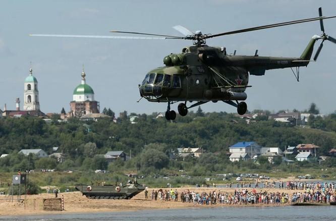 Trực thăng vận tải Mi-8 do Liên Xô thiết kế và hiện được Nga cũng như không quân nhiều nước trên thế giới sử dụng như một loại trực thăng vũ trang hạng nặng hoặc một