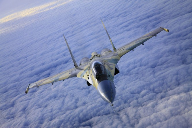 Tiêm kích Su-35 là chiến đấu cơ có độ linh hoạt cực cao và là cơn ác mộng thực sự đối với máy bay đối phương.