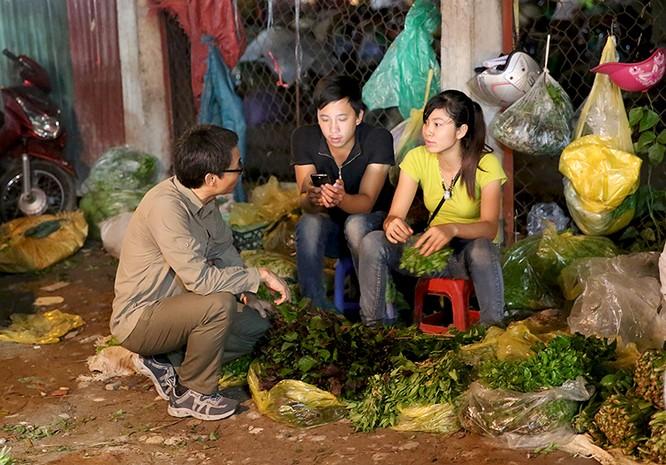 """Thủ tướng bất ngờ """"đi chợ"""" Long Biên lúc sáng sớm ảnh 5"""