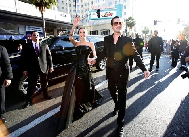 Các diễn viên Mỹ Angelina Jolie và Brad Pitt Đọc thêm: http://vn.sputniknews.com/photo/20160921/2410442/angelina-jolie-brad-pitt.html