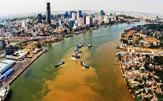 Sông Sài Gòn - Chụp trong ngày lay dắt và lắp đặt các đốt hầm vượt sông Sài Gòn, tháng 3/2010.