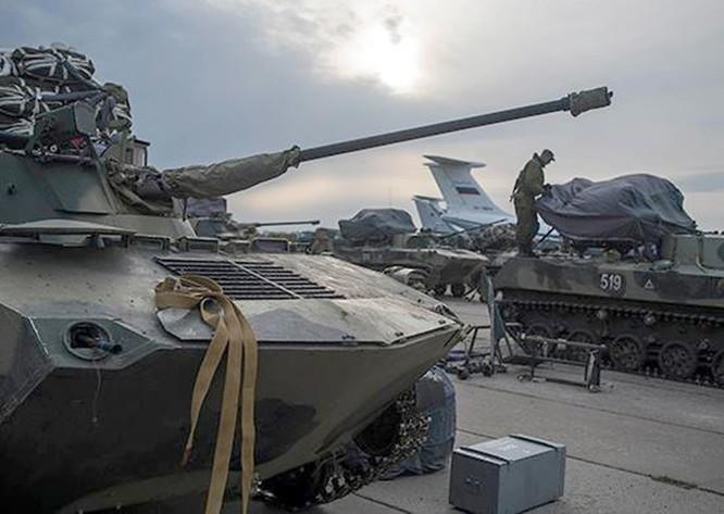 Video: Sư đoàn dù Nga diễn tập đổ bộ đường không ảnh 2