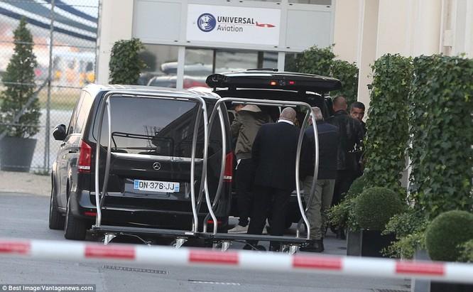 Kim Kardashian bị dí súng vào đầu, cướp 11 triệu USD nữ trang ảnh 11
