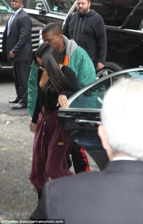 Kim Kardashian bị dí súng vào đầu, cướp 11 triệu USD nữ trang ảnh 2