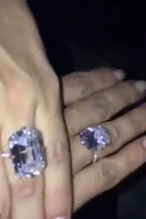 Kim Kardashian bị dí súng vào đầu, cướp 11 triệu USD nữ trang ảnh 26