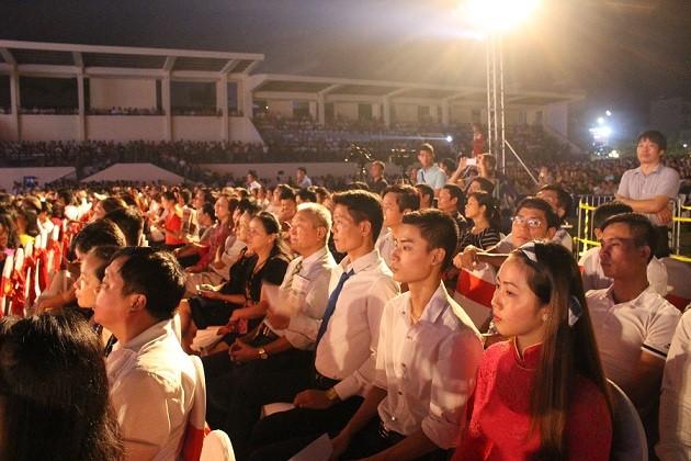 Đông đảo nhân dân huyện Đông Anh đến tham dự lễ kỷ niệm 140 năm thành lập huyện.