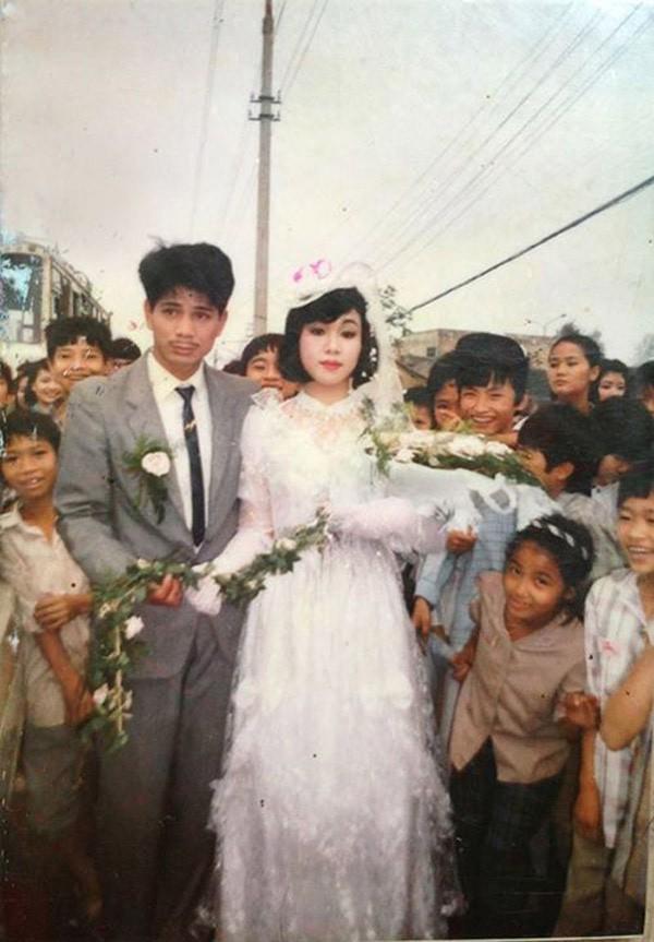 Bồi hồi ngắm lại những tấm ảnh cưới 20 năm có lẻ ảnh 1