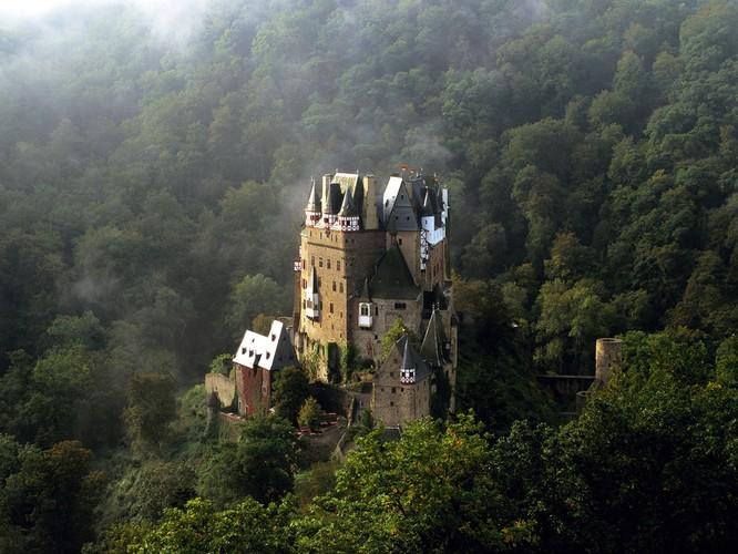 10 tòa lâu đài giới săn ma ước được đến một lần ảnh 2
