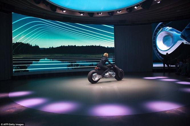 BMW ra mắt xe máy tự cân bằng siêu hiện đại ảnh 9