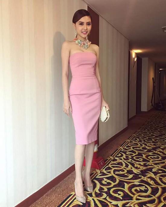 Video: Ngắm nhan sắc hotgirl Việt vừa đăng quang Nữ hoàng sắc đẹp toàn cầu 2016 ảnh 5