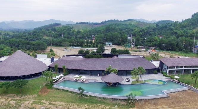 Toàn cảnh khu nghỉ dưỡng Kim Bôi có bể nơi nước khoáng tự nhiên