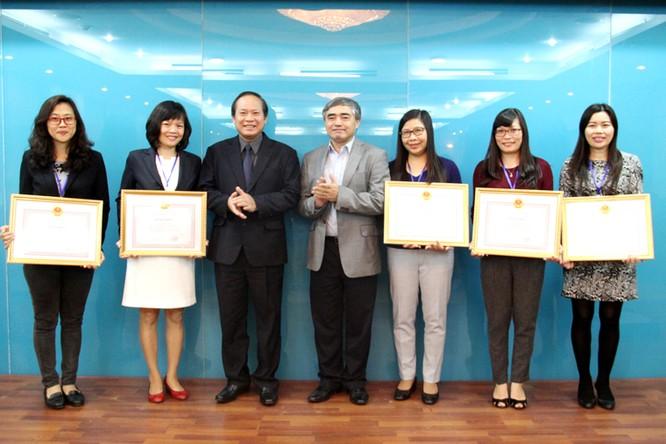 Bộ TT&TT khen thưởng Đoàn công tác Việt Nam dự Đại hội UPU ảnh 1