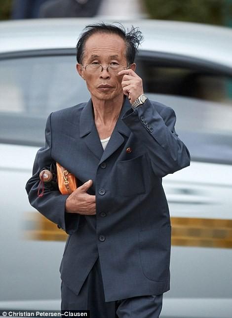 """""""Vén màn"""" cuộc sống của giới tinh hoa Triều Tiên (video) ảnh 10"""