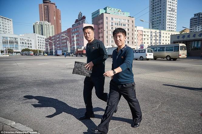 """""""Vén màn"""" cuộc sống của giới tinh hoa Triều Tiên (video) ảnh 12"""